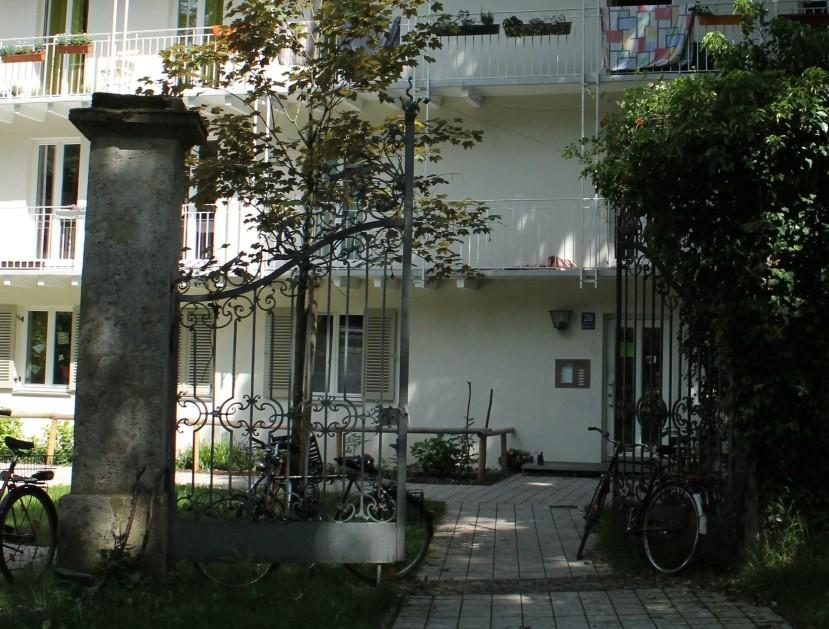 Tor vor Haus 2